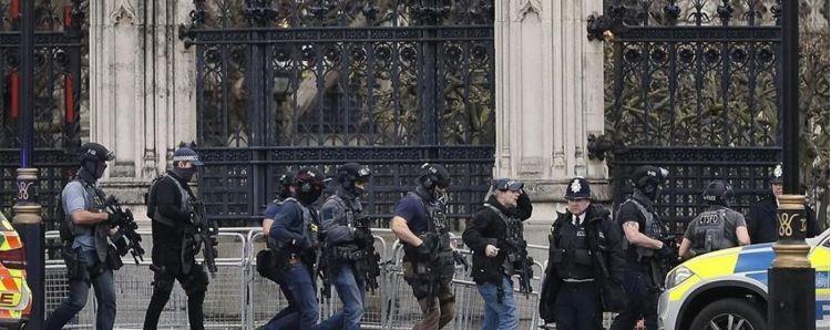 attentato davanti al parlamento britannicoquattro morti e venti feriti l 9d0c5474 0f13 11e7 aa0e 6ad816d61953 998 397 big story detail 1600x1200 94d59