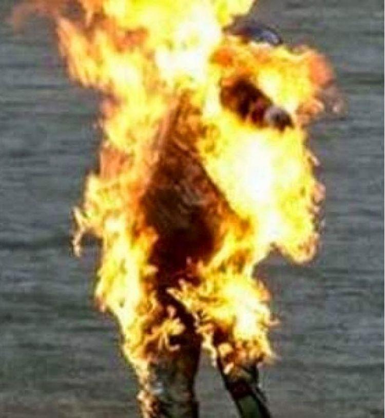 uomo fuoco fiamme 1600x1200 a69b1
