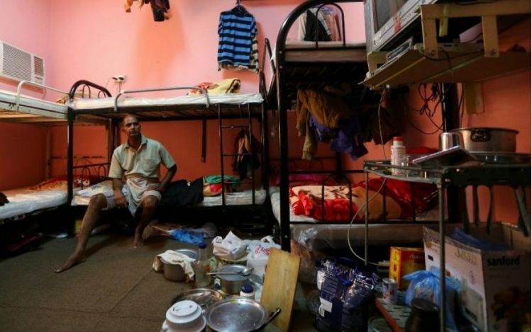 worker in bedroom 1024x768 min c52b2